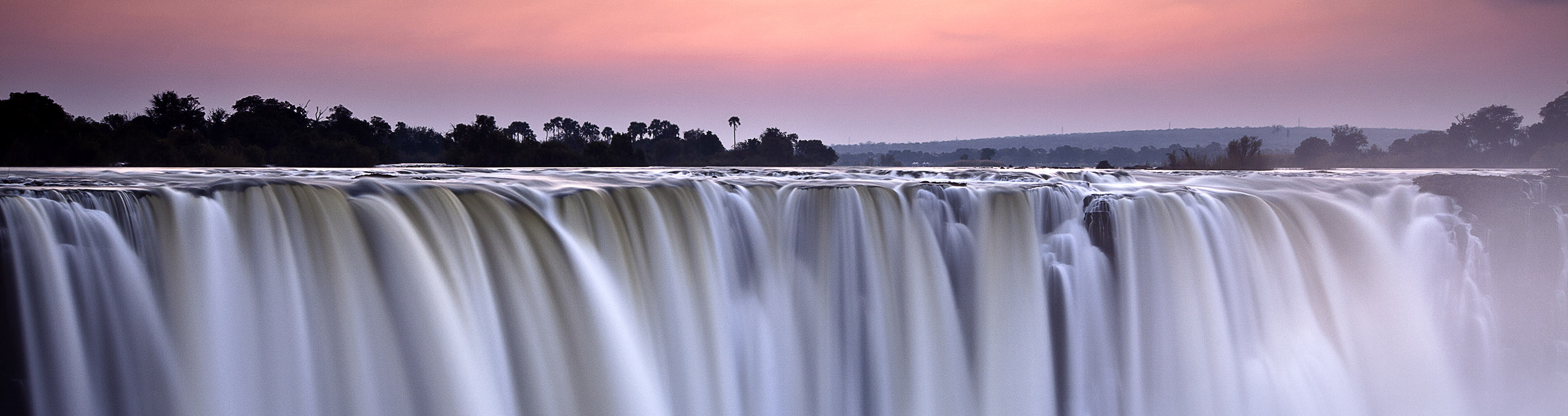 Safari Club - Zambia_Victoria_Falls_morning_light