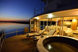 Safari Club Premium Accommodation - Zambezi_Queen