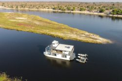 Safari Club Classic Accommodation - Ichobezi House Boats
